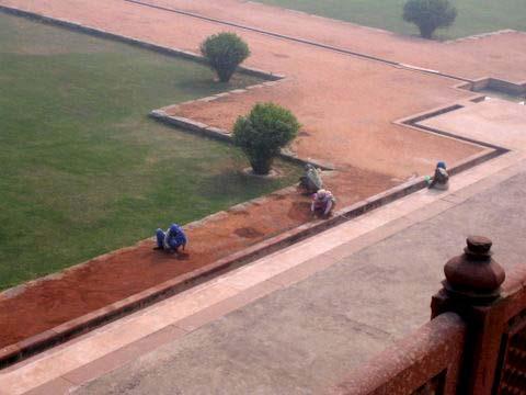 Kehrende Frauen Gartenpalastanlage Dehli