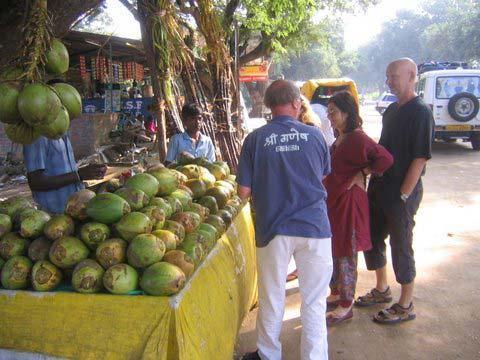 Die Freiburger am Kokosnussstand