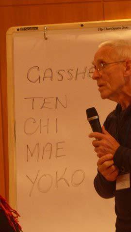 Don erläutert die Gassho Übung Ten Chi Mae Yoko